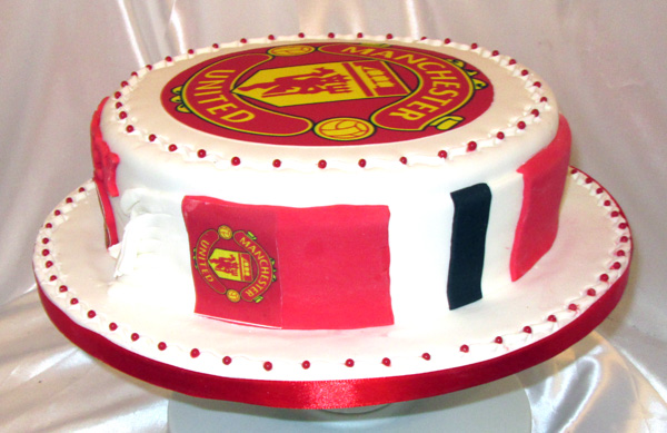 manchester united wedding cake manchester united cake side view sensational cakes 17096